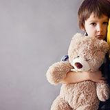 ילד עם דובי.jpg