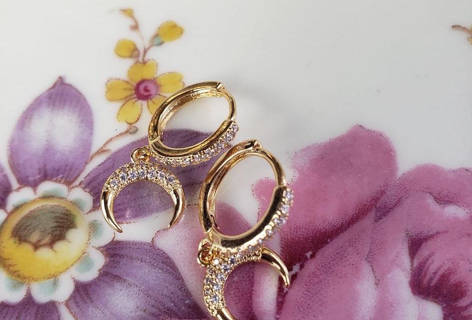 MoOnchïLd blïnk Earrings
