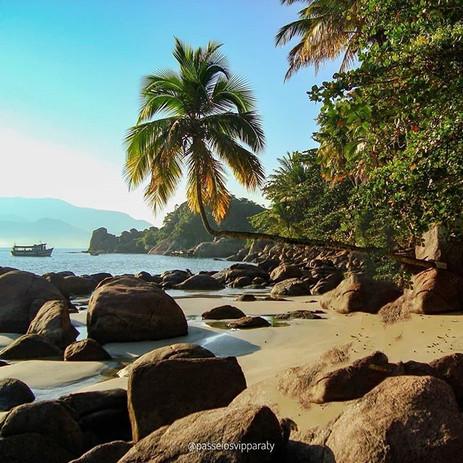 Praia do Aventureiro.jpg