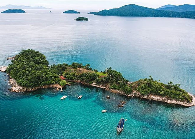 Ilha Comprida na Baía de Paraty por _fel