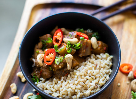 HEALTHIER KONG PAO CHICKEN WITH BROWN RICE
