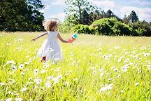 little-girl-running-795505_1920.jpg