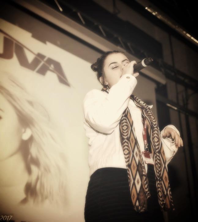 Elizmi Haze singer from Kent for