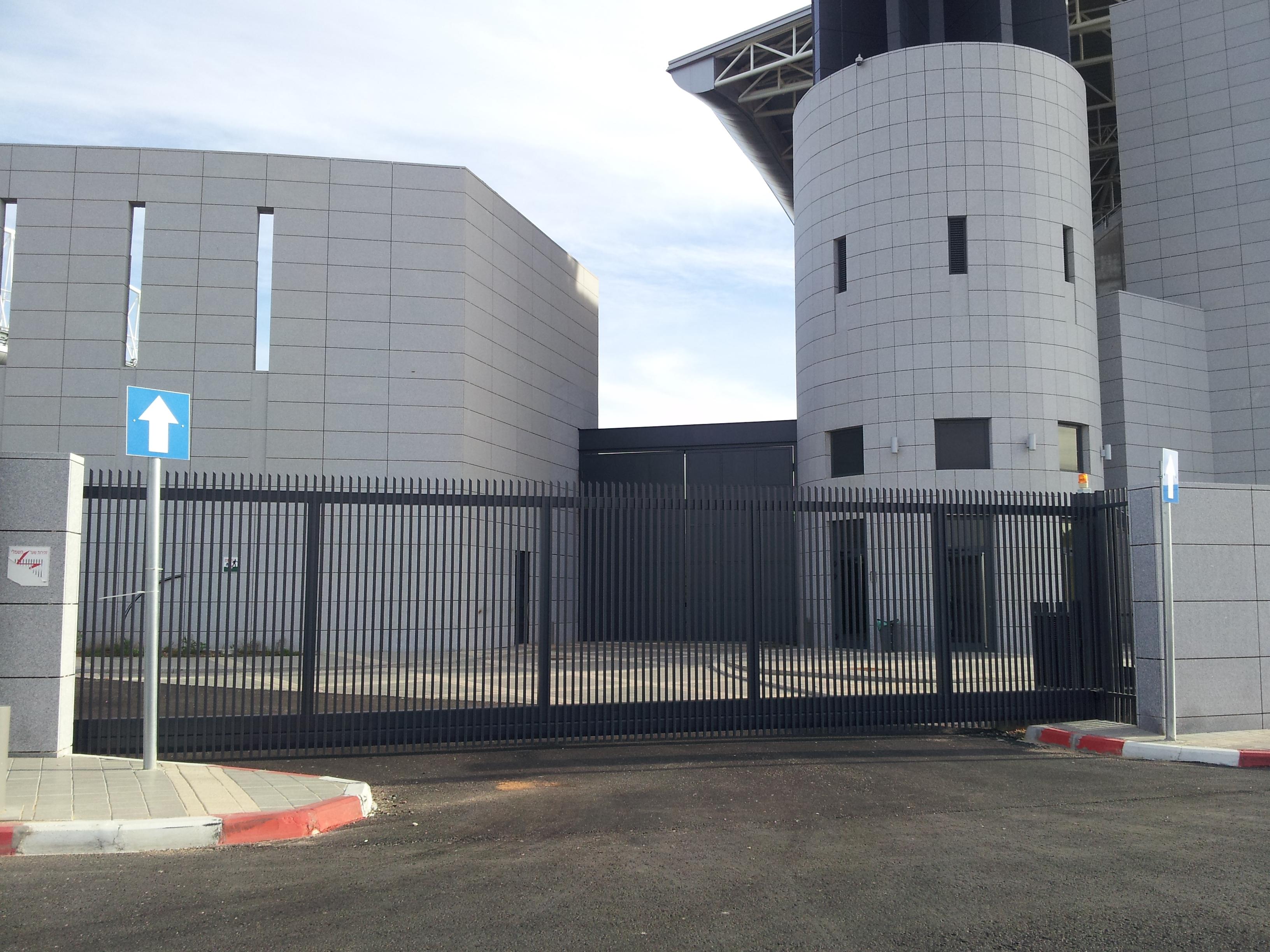 שער קונזולי 11 מטר איצטדיון נתניה