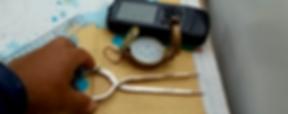 Imagem de Carta Náutica, GPS e Bússola em veleiro