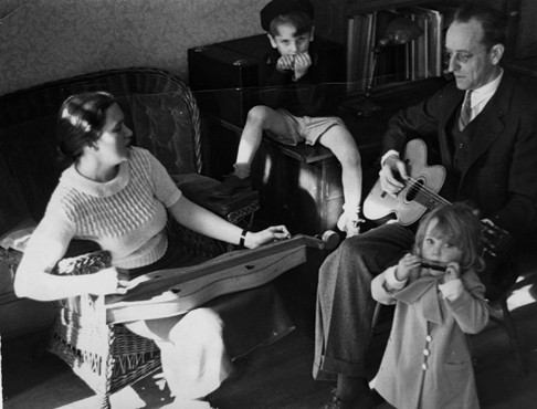Ruth Crawford Seeger, Mike Seeger, Peggy Seeger and Charles Seeger, c. 1937 Library of Congress.