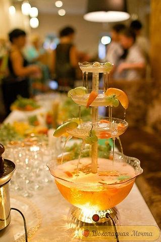 фонтан для напитков в Перми заказать, фонтан для вина, фонтан для сока на праздник