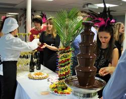 Фруктовая пальма, шоколадный фонтан