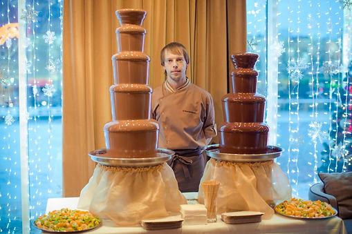 драпировка основания фонтана в Перми заказать, скатерть для фонтана, аренда фуршетный десертный стол в Перми заказать