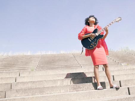 "Indieberlin Music Video Premiere: Yamirah Gercke ""Pressure"""
