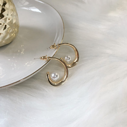 Valda Pearl Hoop Earrings