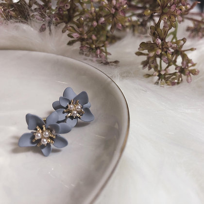 Zuriea Lilac Studs Earrings
