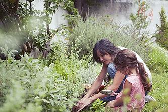 Les enfants dans le jardin