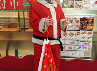 12 Days of Christmas in Japan #9: there's something about Santa
