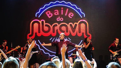 Show Tiago Abravanel