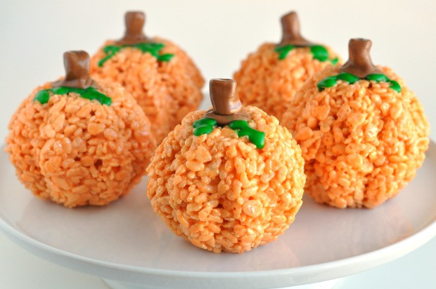 Spooky-ish Halloween Rice Krispie Treats | booksandcookiesla