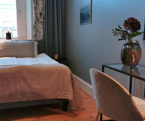 Hotellrum 140cm säng