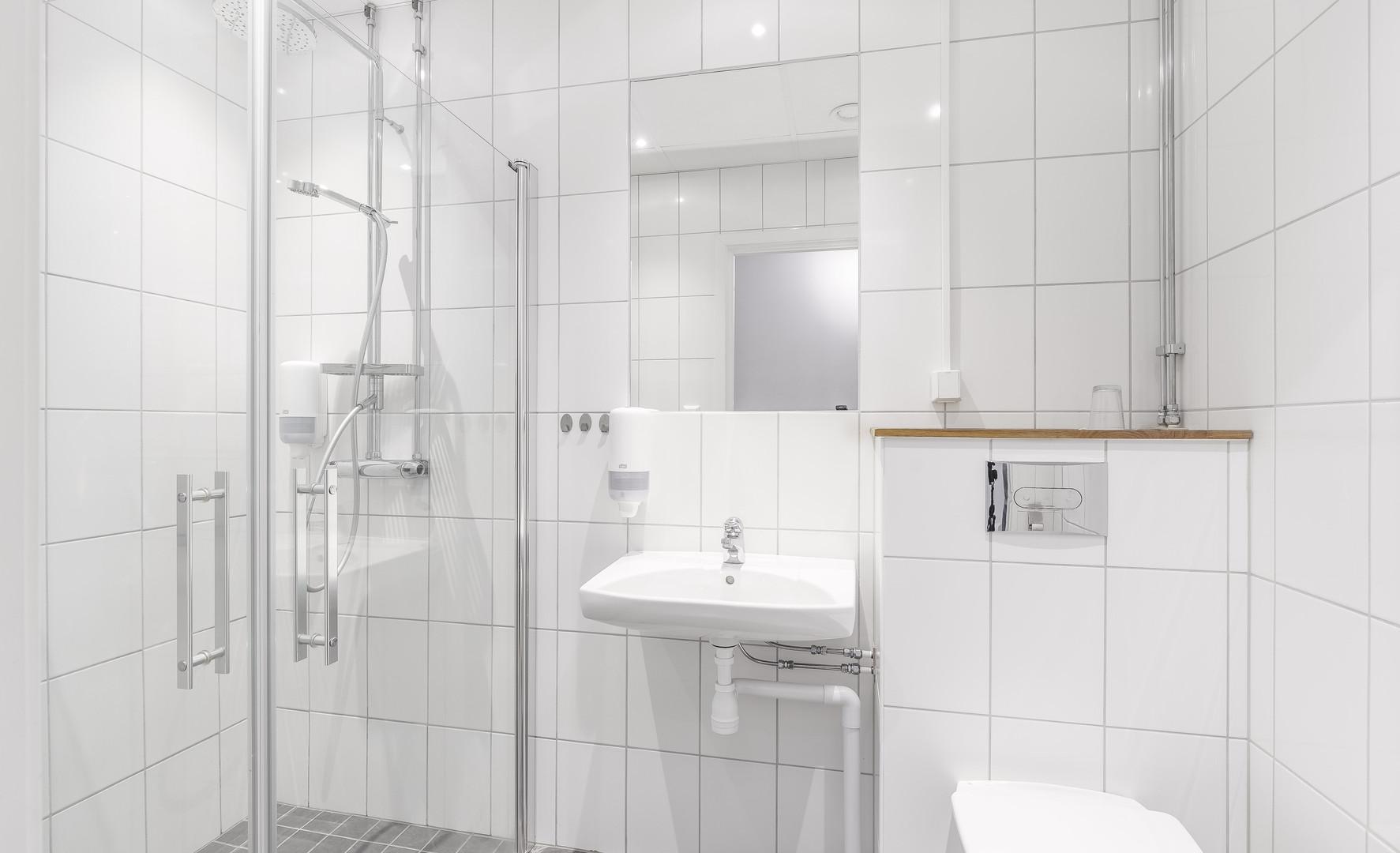 Enkelrum , dusch och toalett