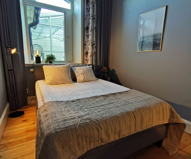 10:an Hotellrum 140cm säng