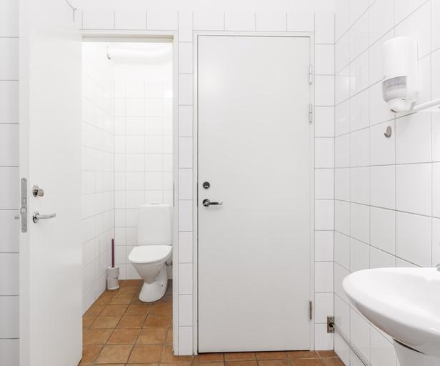 Toalett i korridor