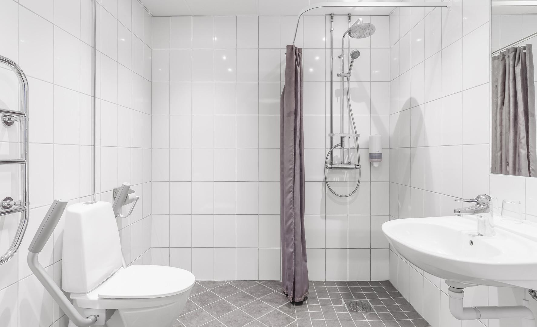 Dubbelrum funktionsanpassat, dusch och toalett