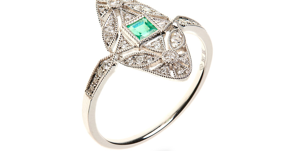 Girls Dreams Greem Emerald Ring