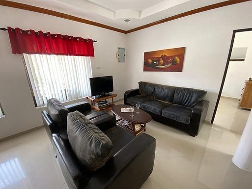 Helles, doppelgeschossiges Haus in Khao Lak
