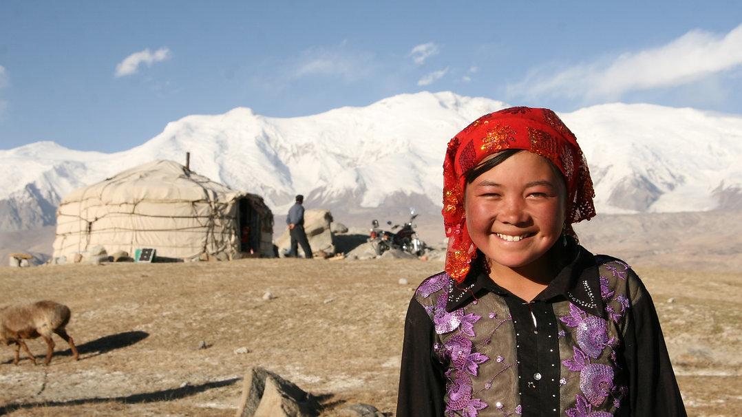 Kirgis girl - Lake Tashkurgan - Karakorum
