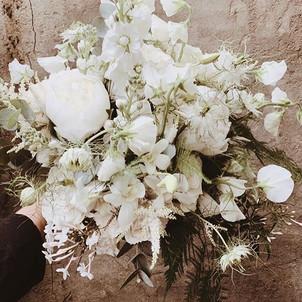 Something gorgeous for you _fairynuffflowers ✨✨_._._._._._#mimiroselondon #mimirose #makeupartist #bridalmakeup #bridalflowers.jpg