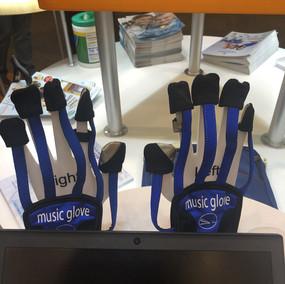 Rehabilitering av hand- och fingerfunktion med hjälp av musikaliska spel.