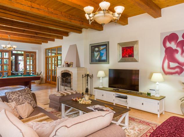 obývací pokoj s krbem.jpg