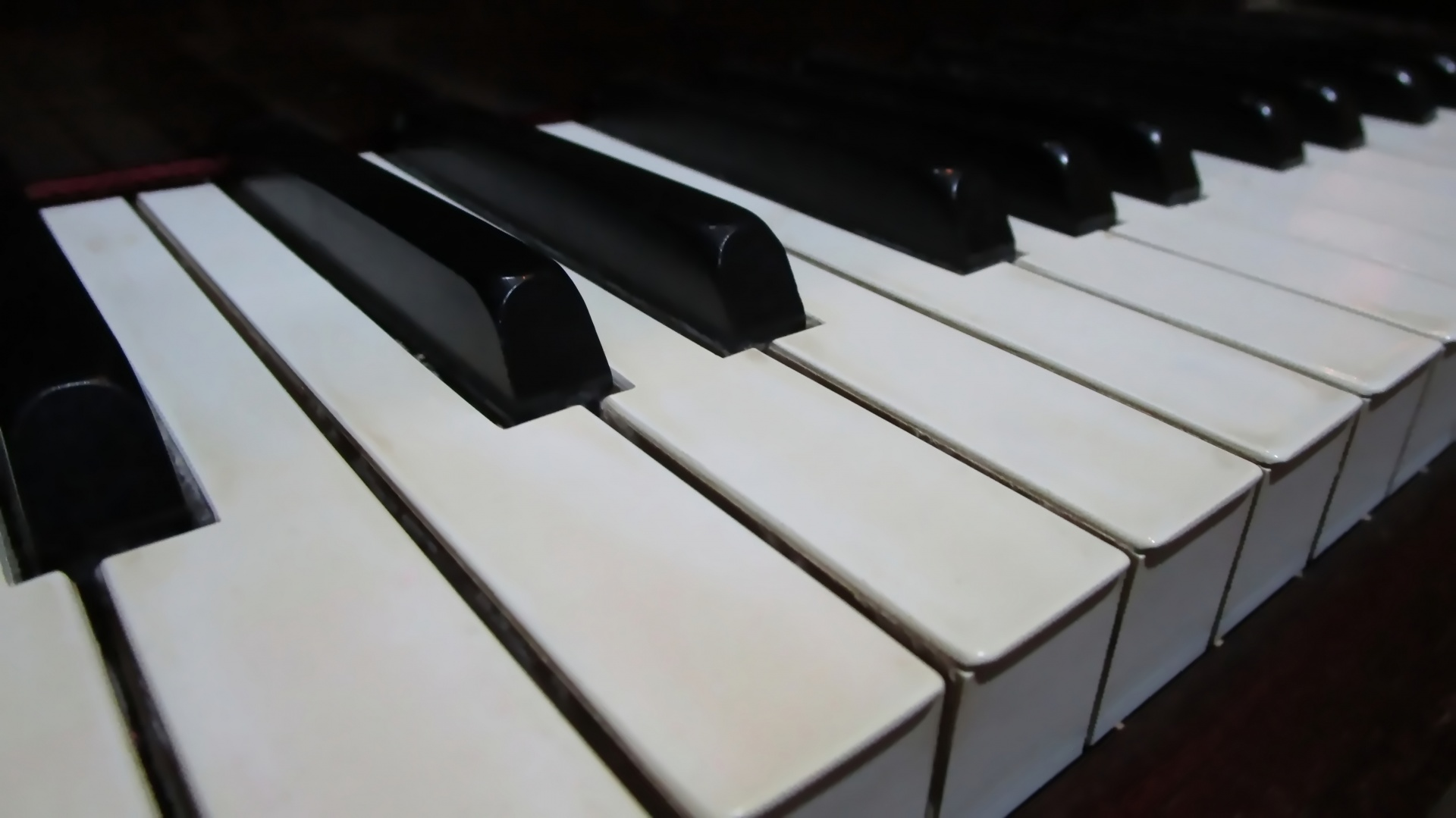piano-keyboard-1505679874kXG