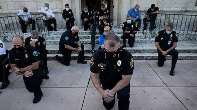 Police Kneel.jpg