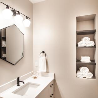 5438 Windrose Spec Guest Bath Pocket Shelves