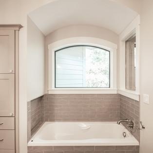 650th Avenue Master Bath Tub