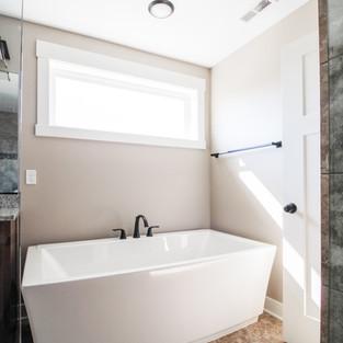 Aldrin Avenue Master Bath Tub