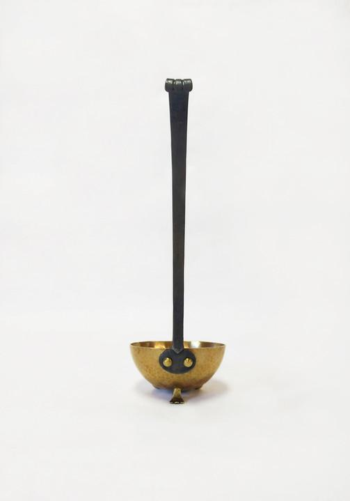 Standing Ladle