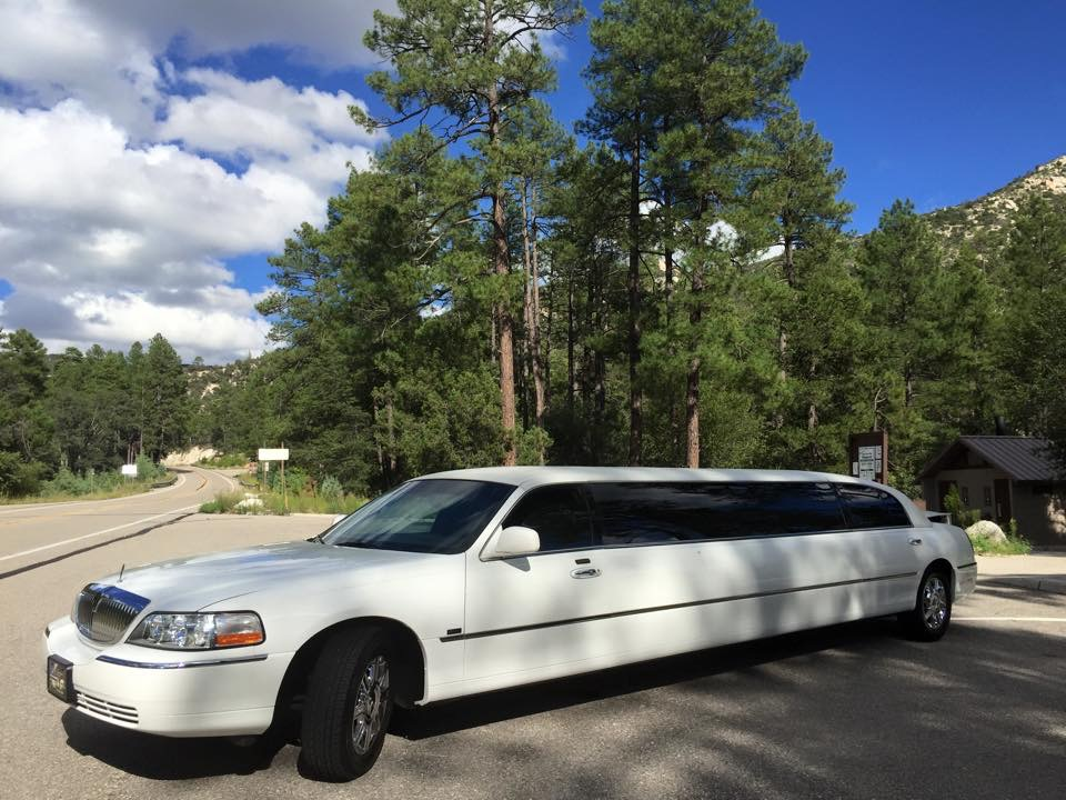 Lincoln Town Car Stretch/ Mtn Lemmon