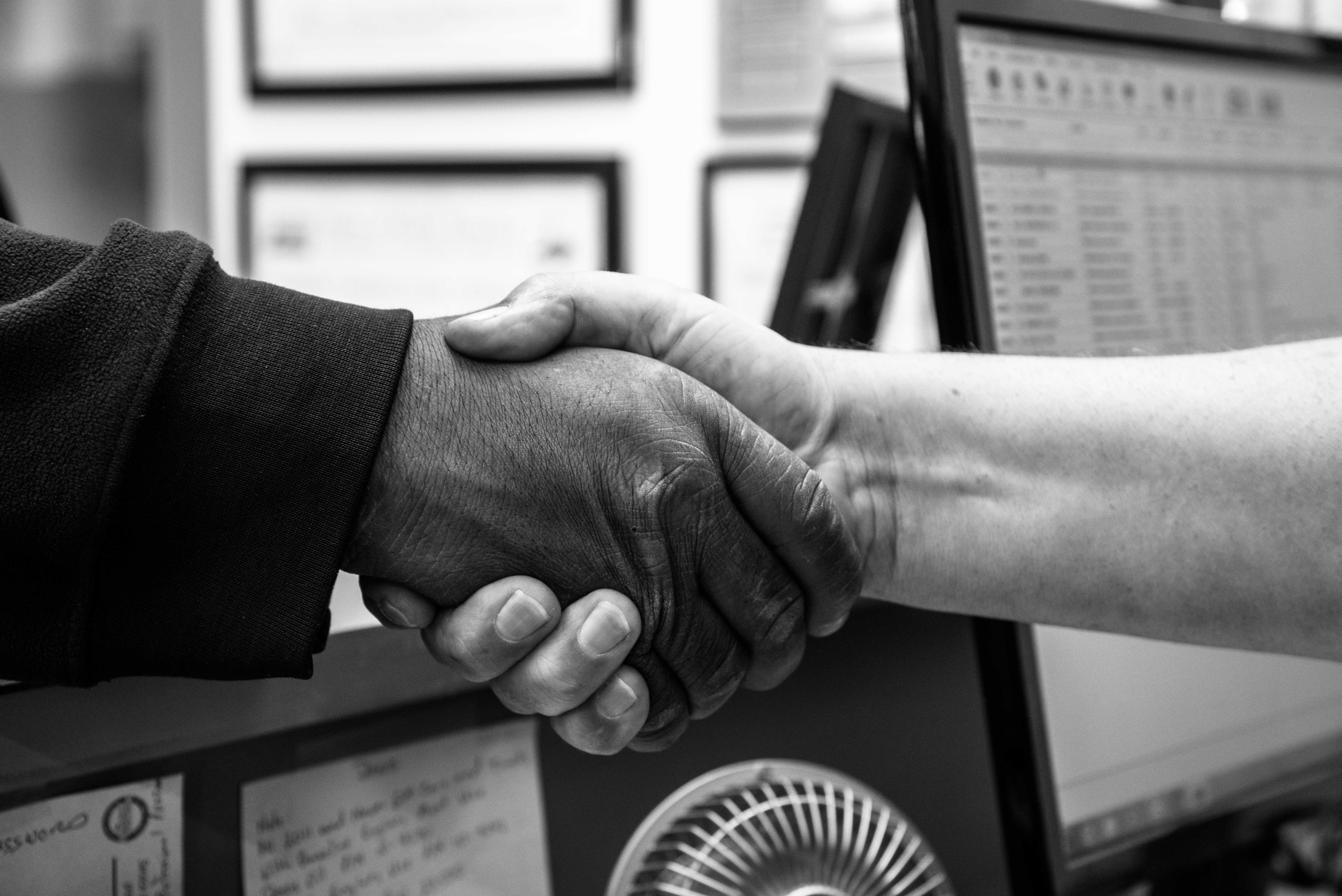 RoysAutomotive_Handshake