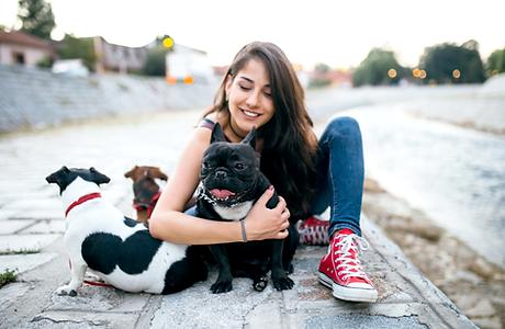 Chica con perros