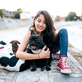 Dívka se psy
