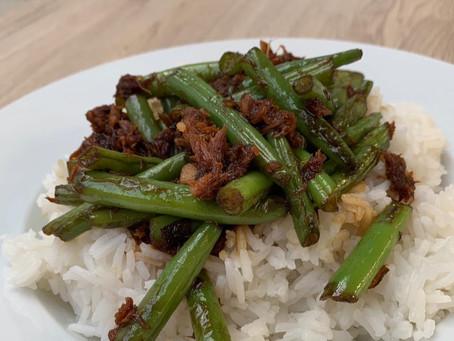 Rijst met boontjes, makreel en soja