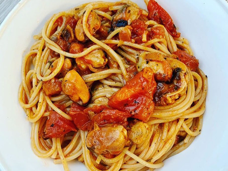 Spaghetti met verse tomatensaus en mosselen