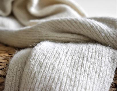 Ribbed alpaca scarf white