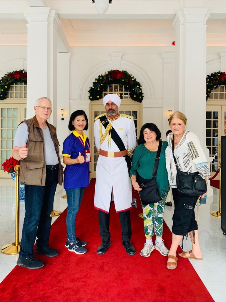 Family walking tour of Singapore