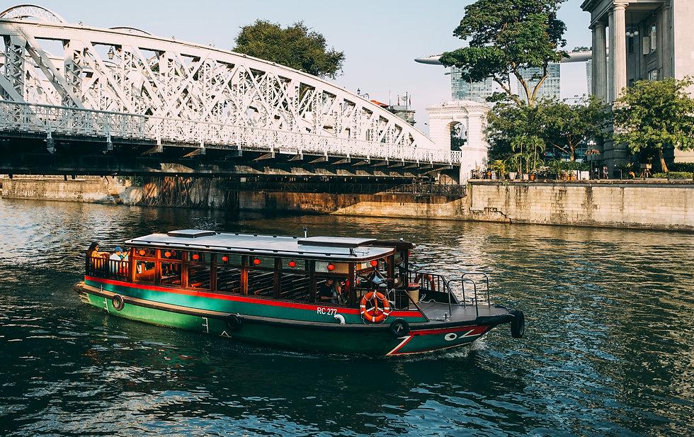 Singapore River Walking Tour with Food Sampling