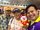 Wedding anniversary in Singapore with tour guide