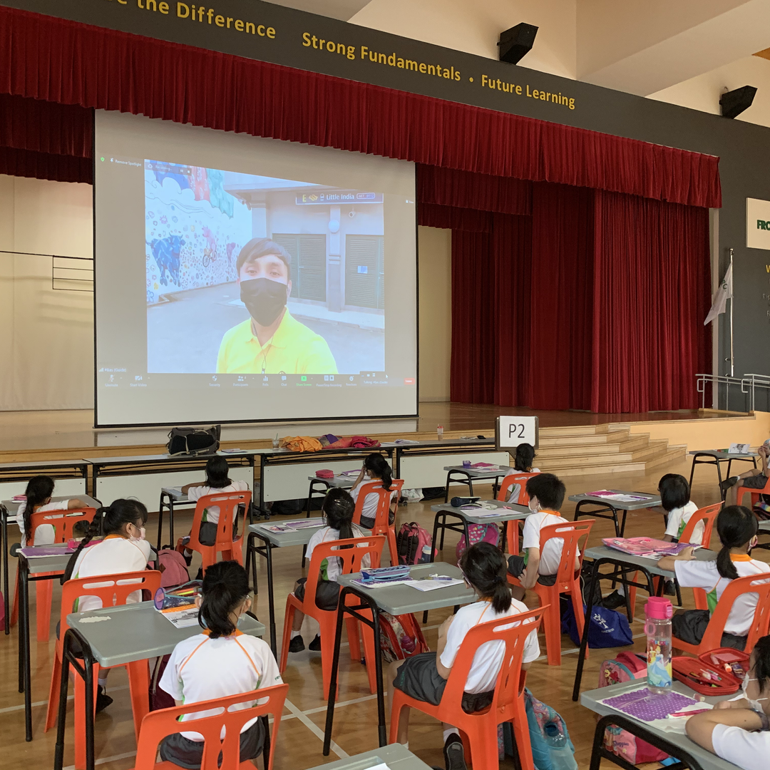 Guide interacting with students in a virtual session