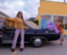 retro-vintage-girls-muscle-car