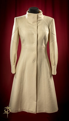 Milk-colored cashmere coat of Holland&Sherry DressTheatre Couture